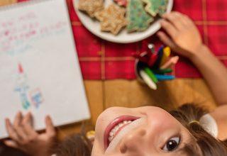 Leve as crianças para a cozinha e embarque no clima natalino