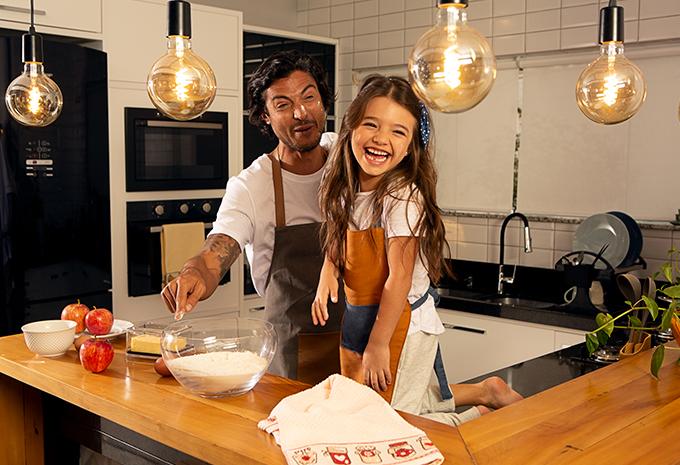 Mãos na massa: os pequenos também podem ajudar no preparo das refeições